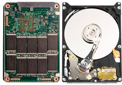 Vista del interior de un Disco SSD y de un Disco HDD