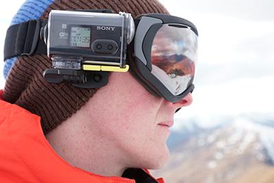 Sony HDR-AS30V colocada en la cabeza.