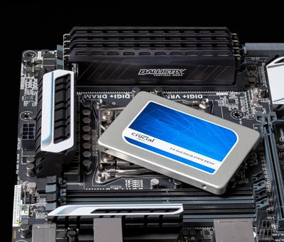 Disco SSD Crucial BX200 de 960GB sobre placa base