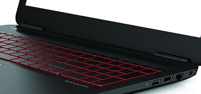 Detalle del teclado en el portátil HP Omen 15