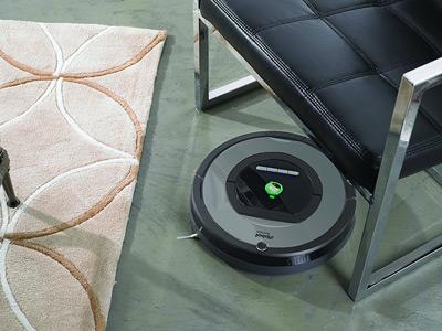 Con su sistema de navegación el robot aspirador iRobot Roomba 772 deja las superficies limpias