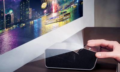 Proyector LG PH450U proyectando horizontalmente