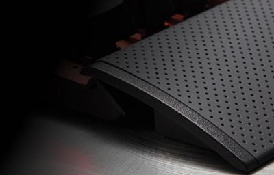 Detalle reposamuñecas del teclado mecánico gaming Corsair K70 Lux