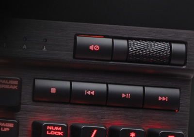 Detalle de las teclas dedicadas a multimedia del teclado mecánico gaming Corsair K70 Lux